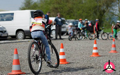 children cycle race